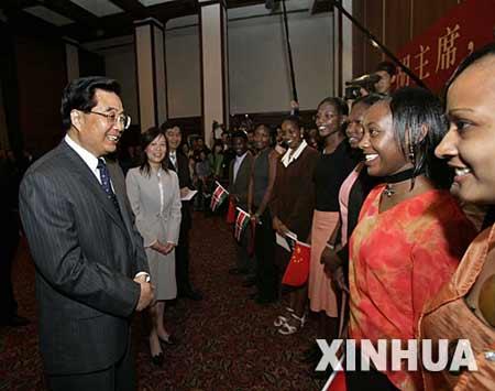 胡锦涛会见内罗毕孔子学院师生 同唱《茉莉花》