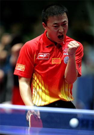 图文:中国3-0法国 马琳握拳庆祝胜利