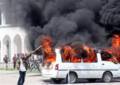 东帝汶解雇600名国防军引发骚乱 华人商铺被烧