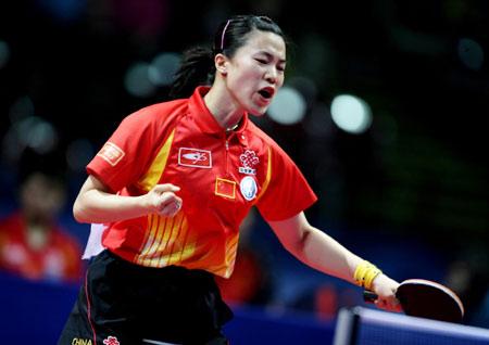 图文:中国女团七连冠 王楠获胜拿下关键一分