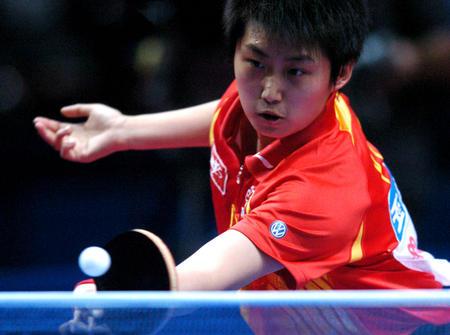 图文:中国夺得世乒赛女团冠军 郭跃在比赛中