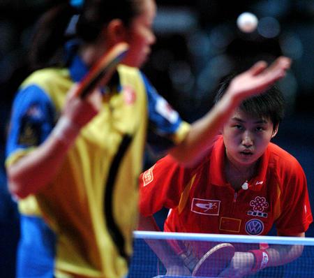图文:中国夺得世乒赛女团冠军 帖娅娜发球