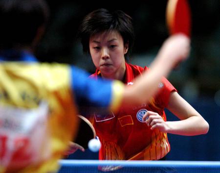 图文:中国夺世乒赛女团冠军 张怡宁3-0帖娅娜