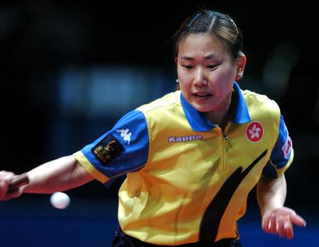 图文:中国夺得世乒赛女团冠军 柳絮飞不敌王楠