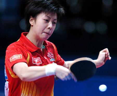 图文:中国夺得世乒赛女团冠军 张怡宁胜帖娅娜