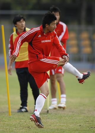 图文:国青香河集训备战土伦杯 国青队员在训练
