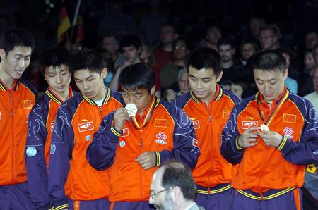 图文:中国捧斯韦思林杯 主教练刘国梁和队员们