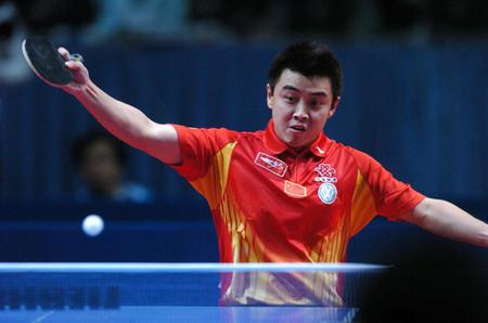 图文:中国捧斯韦思林杯 王皓在比赛中