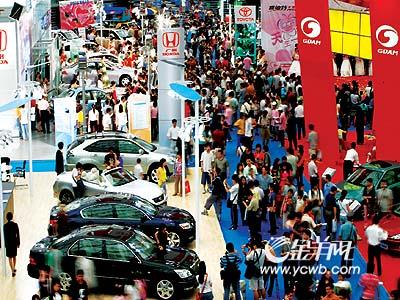 汽车嘉年华首日卖车500辆 8万市民挤爆体育馆高清图片