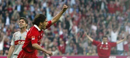 图文:德甲拜仁VS斯图加特 克鲁兹庆祝进球