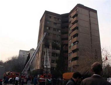 伊朗军用运输机撞楼坠毁至少128人死亡(图)