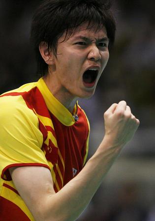 图文:中国胜印尼进决赛 鲍春来挥拳庆贺