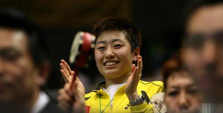 图文:中国胜印尼进决赛 女选手于洋场边观战