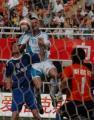 图文:西安国际4-2胜大连实德 潘塔头球攻门