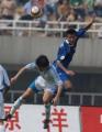 图文:西安国际4-2胜大连实德 邹捷争头球