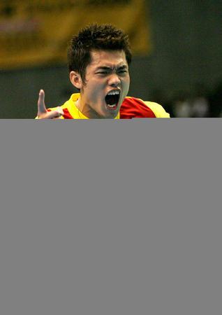图文:中国男队勇夺汤姆斯杯 林丹兴奋不已