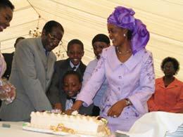津巴布韦总统穆加贝全家福