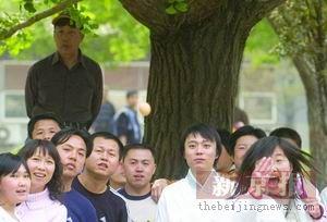 北大学生着汉服游园 历史系学生称愿做系服(图)