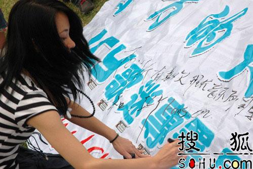 曹方生日PARTY 唱响五一朝阳流行音乐节(图)