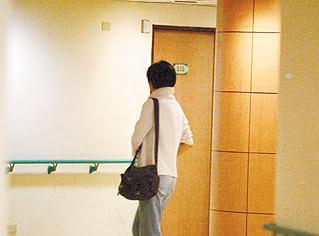 林青霞夫妇乘包机返港 亲密粉碎情变传言(图)