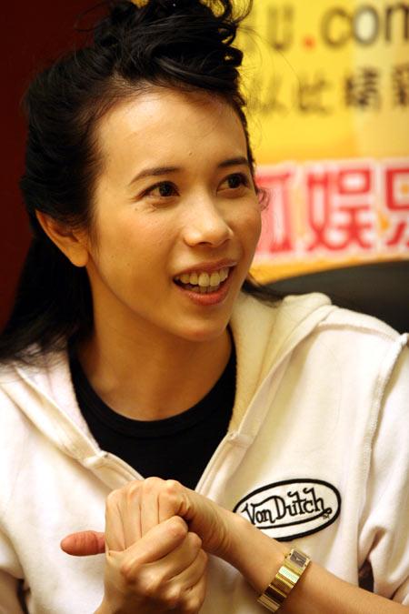 莫文蔚搜狐分享内衣经 坦白有可能会奉子成婚