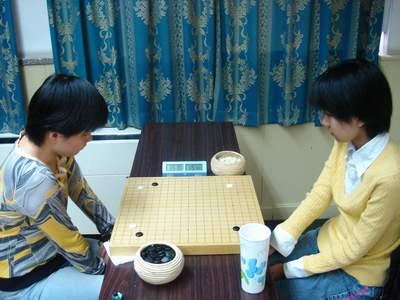 图文:女子新老对抗赛第八轮 李赫挑战叶桂