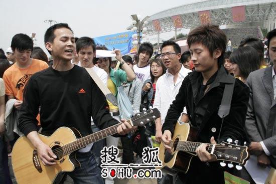 《梦想中国》上海赛区:选手在场外用心准备