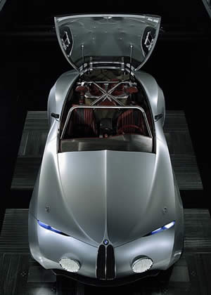 Mille Miglia是世界上最著名的老爷车赛事之一,宝马从1927年开始就与这项赛事建立了不解之缘。宝马Coupe Mille Miglia 2006正是为了纪念这项赛事而生的一款概念车。为了纪念1940年BMW在Mille Miglia赛事上获胜的328赛车,宝马特地以BMW Z4 M Coupe为基础