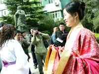 """古装 武汉/大学女生迷恋""""汉服"""""""