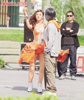 """周星驰""""新宠""""亮相 18岁山东姑娘张雨绮(图)"""