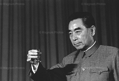 重庆谈判周恩来担心投毒为毛泽东挡酒