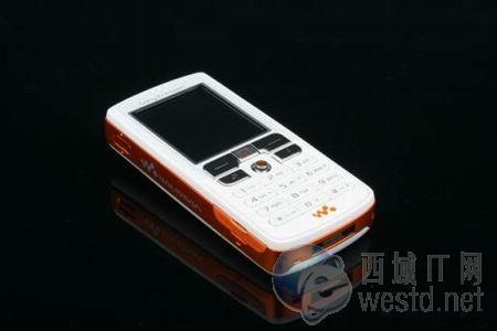 音乐机皇低头 索爱手机W800c再跌300元