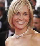 第59届戛纳电影节星光大道-主持人珍妮微笑