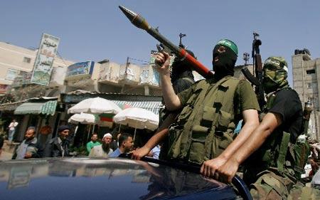 阿巴斯与哈马斯剑拔弩张 加沙部署重兵斗狠(图)