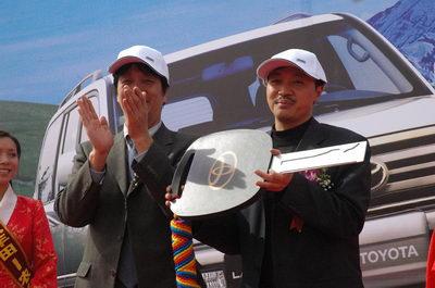 国产丰田陆地巡洋舰在西藏大放光彩(图片)