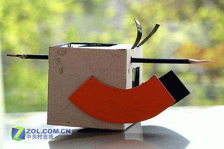 网友自制 世界首款纸质单反相机诞生