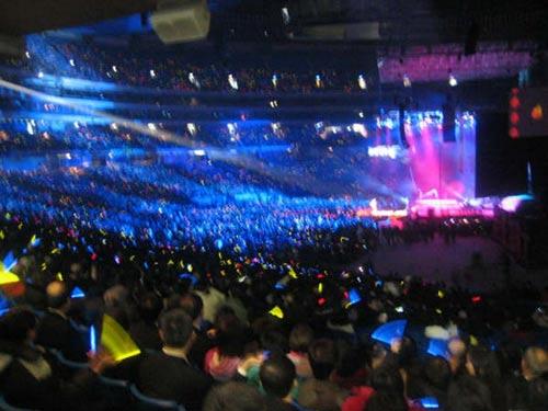 假《同一首歌》上海行骗 八万人体育场办演出