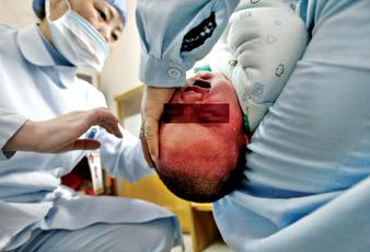 上海成功进行病毒母婴阻断治疗 艾滋夫妻健康儿