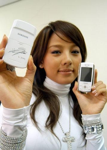 三星出全智贤及李孝利签名手机电池
