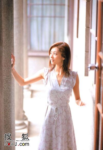 在过去以姐弟恋为题材的连续剧中,山口智子(41)和木村拓哉(33)的大热