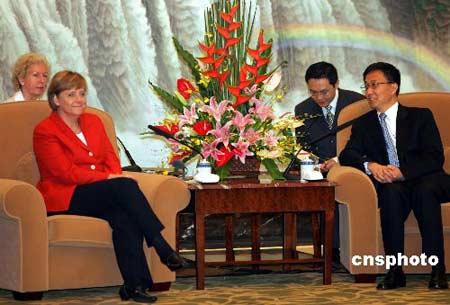 默克尔与上海市长会面 韩正预测世界杯决赛(图)