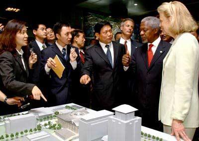 联合国秘书长安南走访北京奥运工地 予高度评价