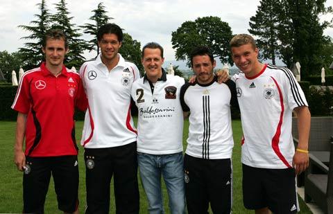 图文:德国队备战世界杯 车王舒马赫与巴拉克