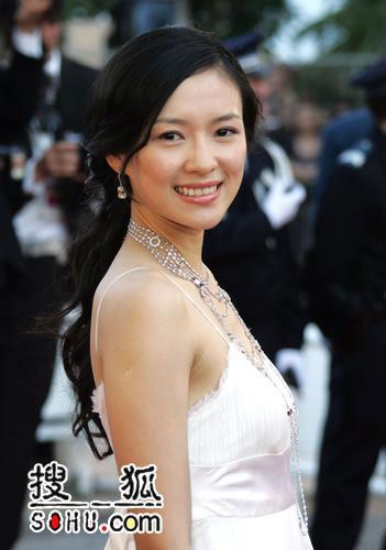 《绝代艳后》首映 章子怡杨紫琼成为全场焦点