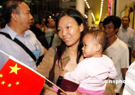 53名广东江门侨胞返所罗门 子女留国内读书(图)
