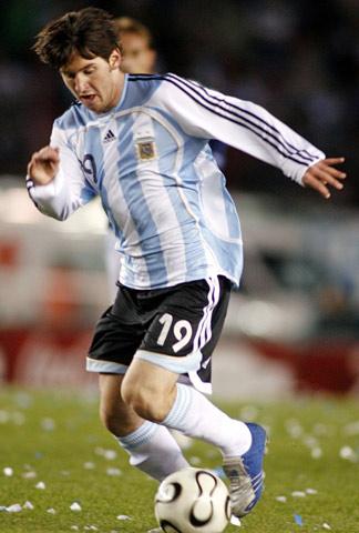 帅哥 梅西/5月25日,阿根廷队备战德国世界杯。将于20岁以下的阿根廷青年...