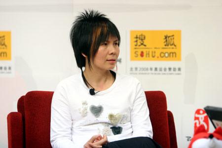 超女杭州评委春晓:今年的选手比去年唱得好