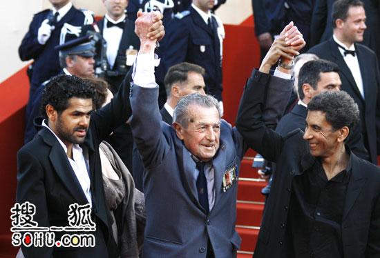 《土著》戛纳首映 众多主创携手亮相红地毯