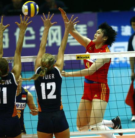 女排精英赛:小将闪耀赛场 中国鏖战赢得开门红
