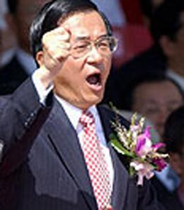 韩明淑在韩国国会上发言的资料照片